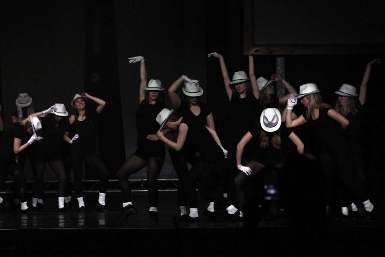 live dance show